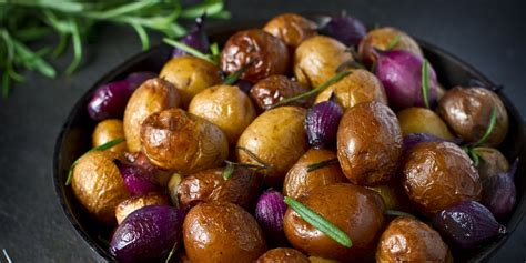 Roasted Baby Potatoes with Thyme and Rosemary recipe