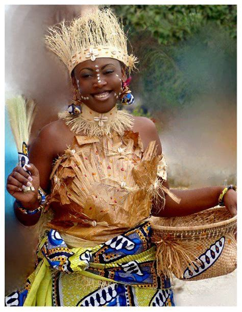 African Women - Traditional Clothing - Congo BRAZZAVILLE