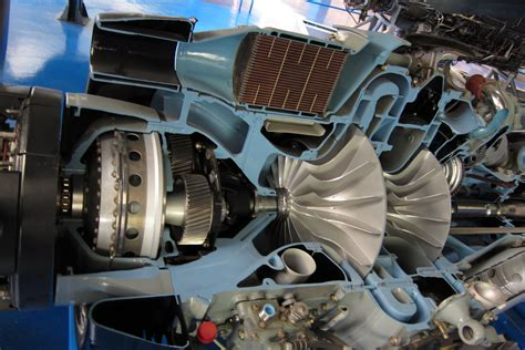 File:Gearbox, inlet and compressors of sectioned Rolls