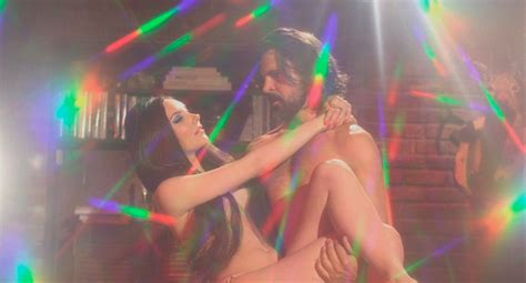 Suffocating/Drowning in Estrogen: The Love Witch   Culled