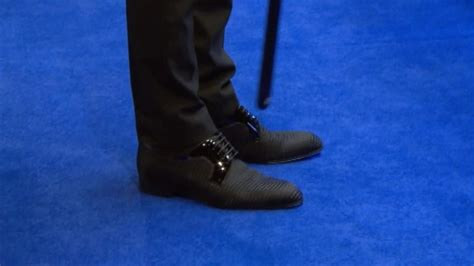 VIDEO - Judd Trump shows off his new shoes - Video