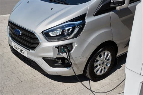 Ford Transit PHEV : l'utilitaire hybride rechargeable